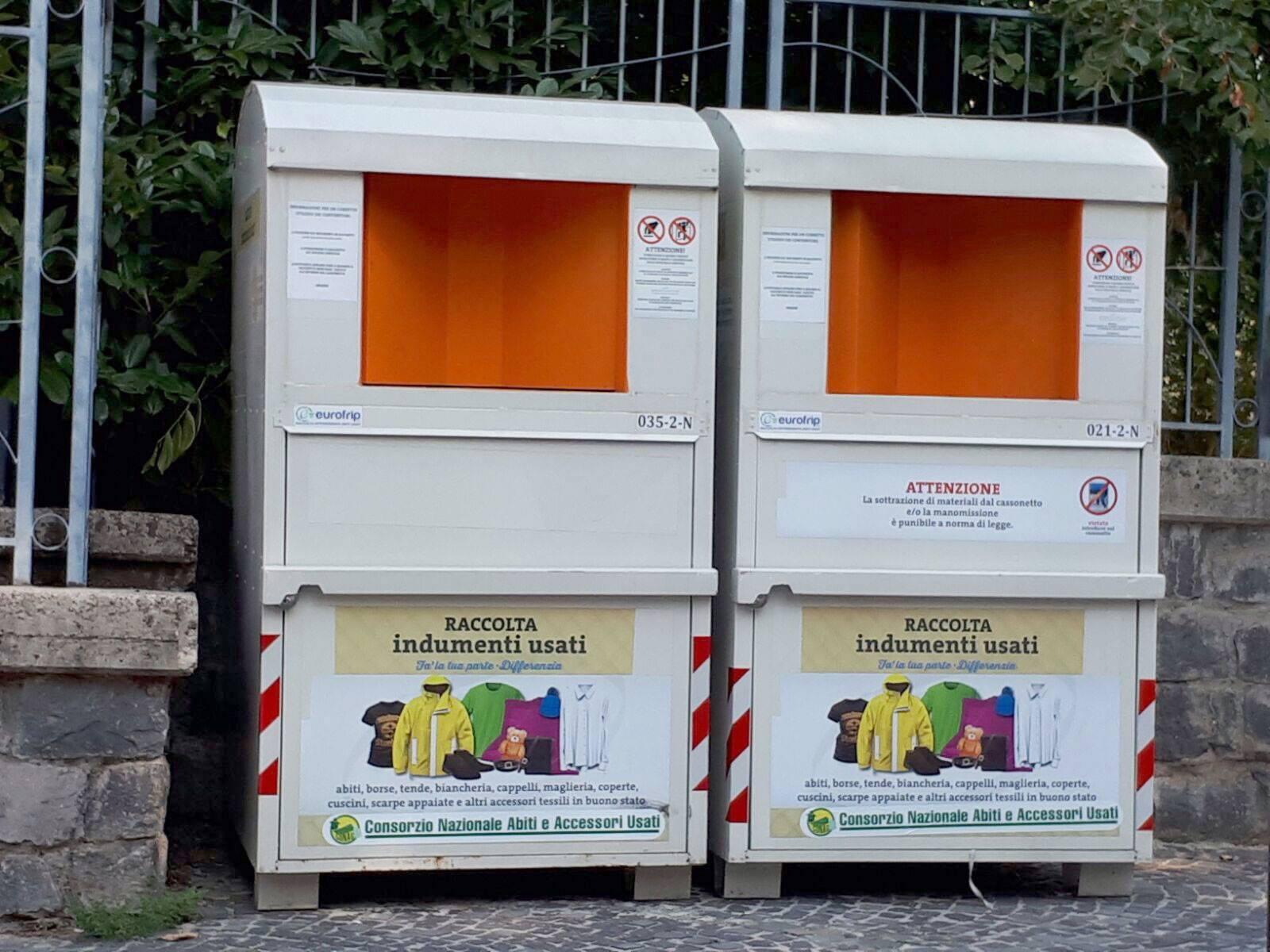 contenitori degli indumenti usati